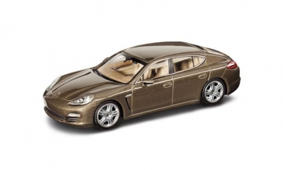 Porsche MODEL CAR PANAMERA 4